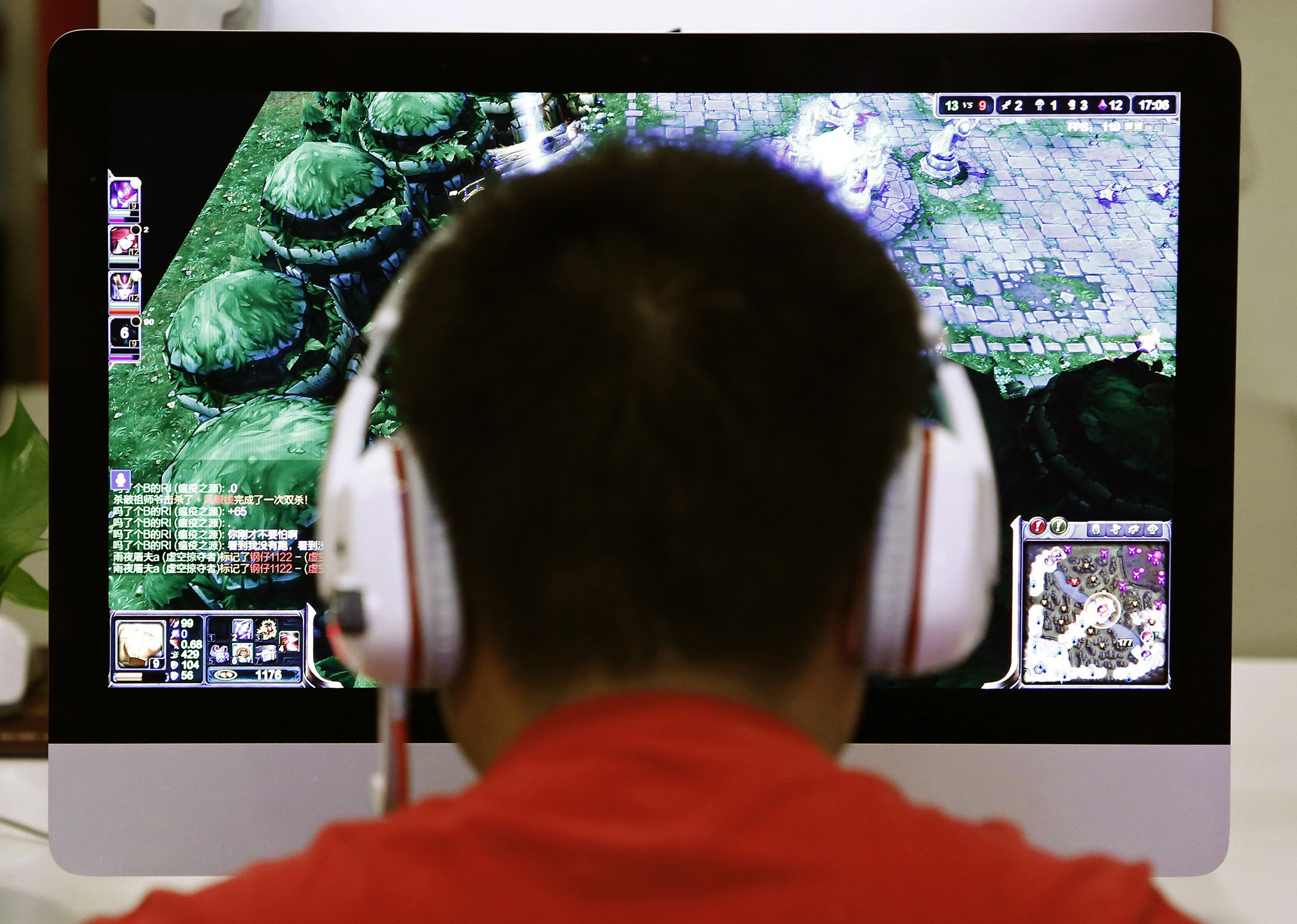 A man plays a computer game at an internet cafe in Beijing May 9, 2014. As growing numbers of young people in China immerse themselves in the cyber world, spending hours playing games online, worried parents are increasingly turning to boot camps to crush addiction. Military-style boot camps, designed to wean young people off their addiction to the internet, number as many as 250 in China alone. Picture taken May 9, 2014. REUTERS/Kim Kyung-Hoon (CHINA - Tags: SOCIETY)ATTENTION EDITORS - PICTURE 01 OF 33 FOR PACKAGE 'CURING CHINA'S INTERNET ADDICTS'TO FIND ALL IMAGES SEARCH 'INTERNET BOOT CAMP' - GM1EA7110AW01