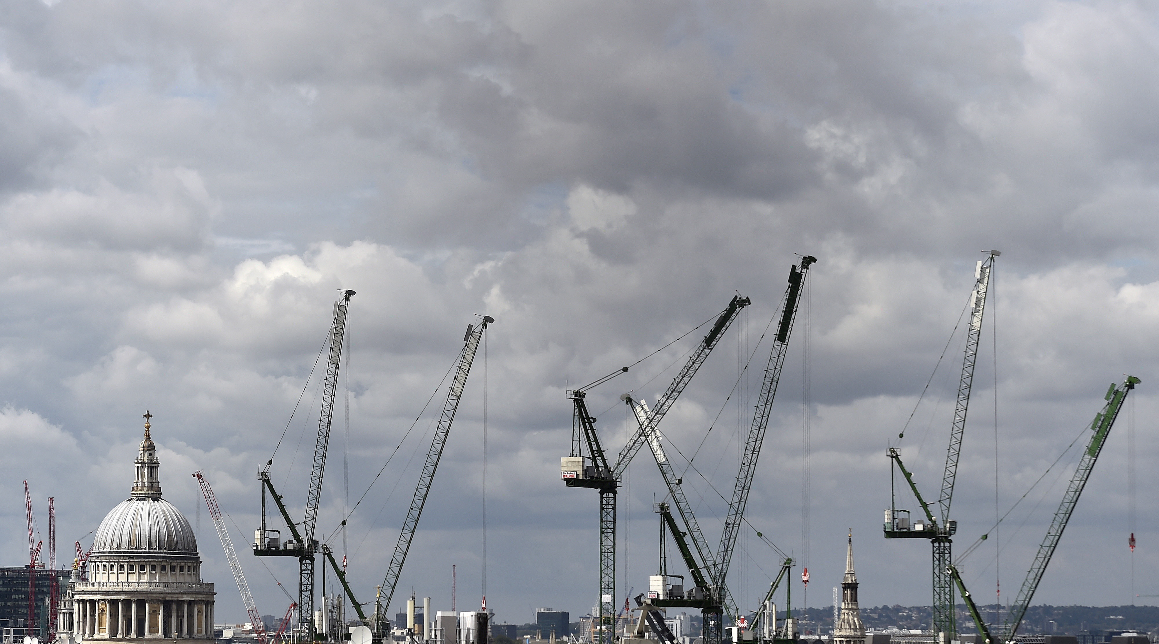 Construction cranes are seen around St. Paul's Cathedral in London, Britain, September 3, 2015. REUTERS/Toby Melville/File Photo - D1BEUDRJIZAC