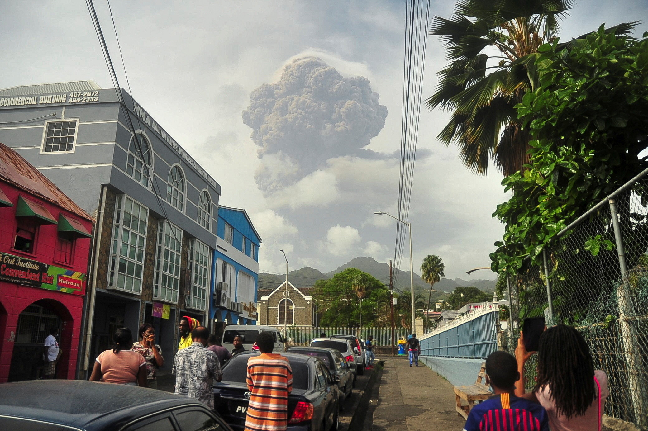 Ash and smoke billow as the La Soufriere volcano erupts in Kingstown on the eastern Caribbean island of St. Vincent April 9, 2021.  REUTERS/Robertson S. Henry - RC2KSM9VNIM1