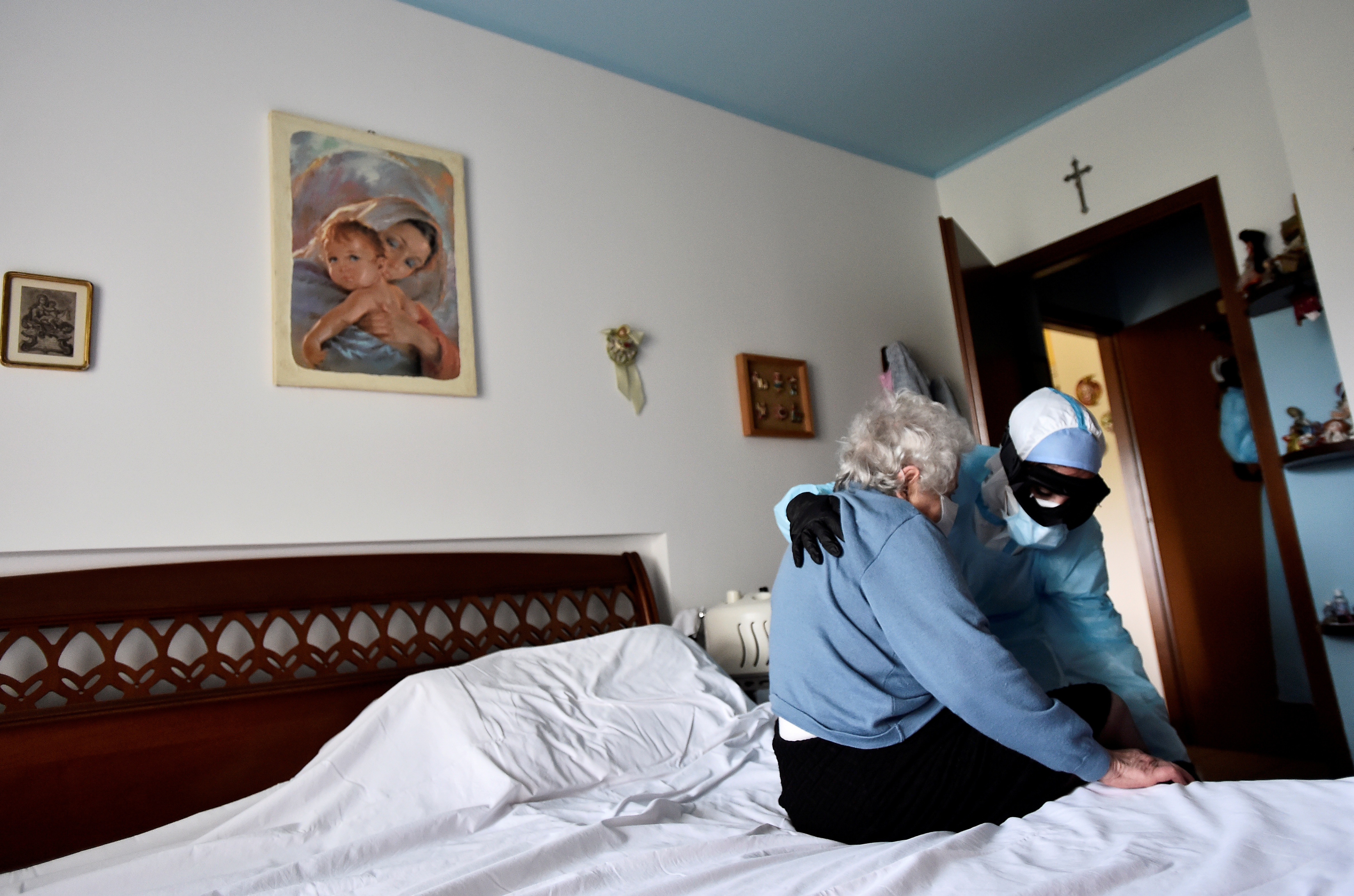 A doctor in protective suit visits the home of a person suffering from the coronavirus disease (COVID-19) in Bergamo, the epicentre of Italy's outbreak, April 16, 2020. Patients with symptoms that are not too severe are treated at home in Bergamo, to avoid overcrowding hospitals already overwhelmed with patients needing intensive care