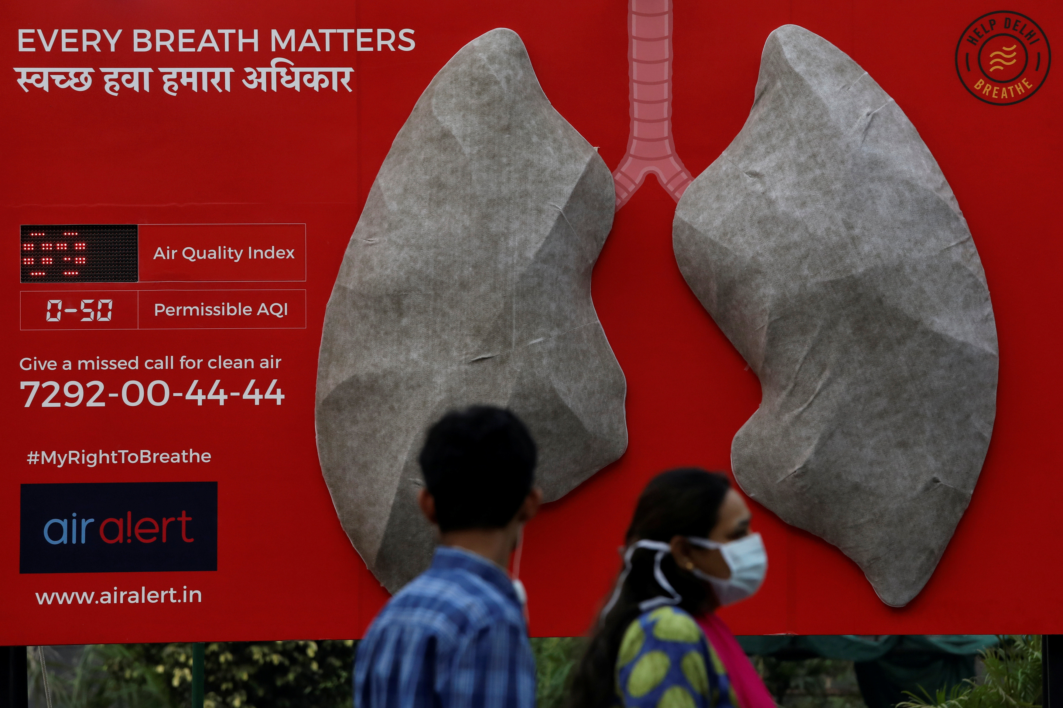An artificial model of lungs illustrating the effect of air pollution in New Delhi