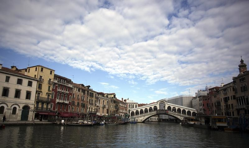 Rialto Bridge is seen on a empty Grand Canal in Venice, November 13, 2013.