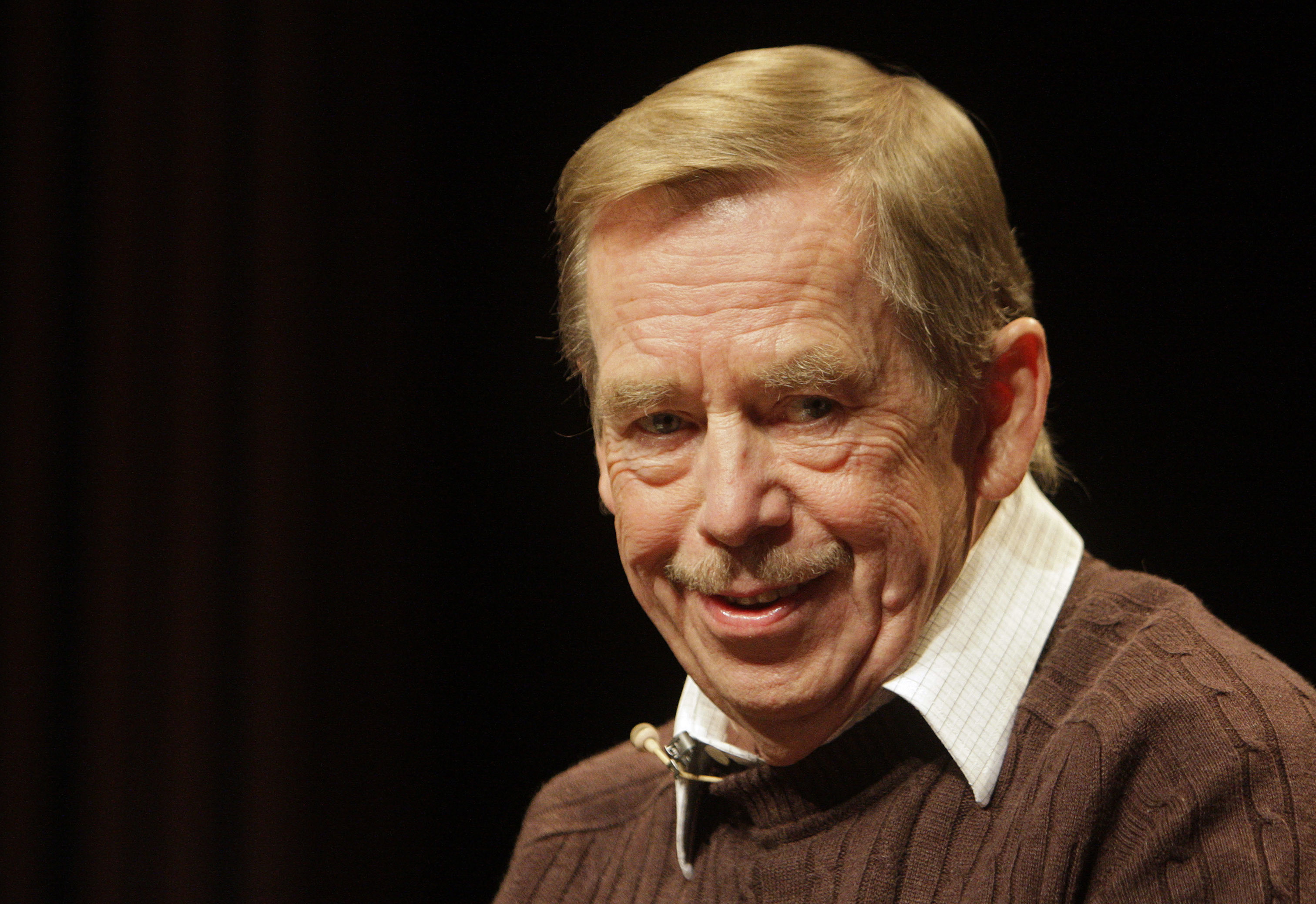 Former Czech Republic President Vaclav Havel smiles as he attends a news conference to mark the 20th anniversary of political changes in former Czechoslovakia and the fall of the Iron Curtain in Prague October 15, 2009.
