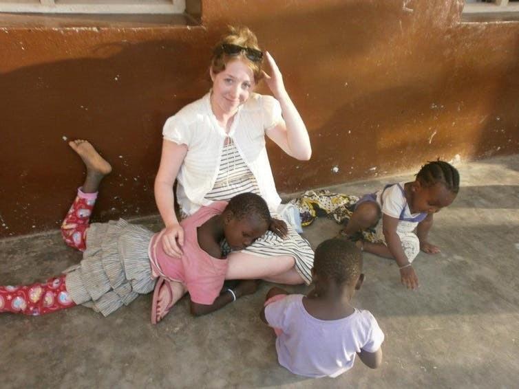 Les volontaires, ici en Kenya, s'impliquent dans de très nombreux secteurs, santé, soins, éducation… sans forcément avoir les connaissances prérequises.