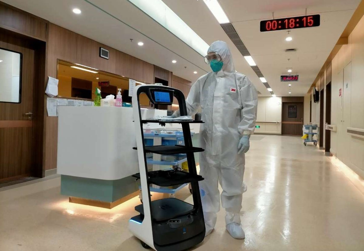 The autonomous delivery robot delivers food and necessities to isolated patients and minimizes the risk of cross-infection from human contacts.
