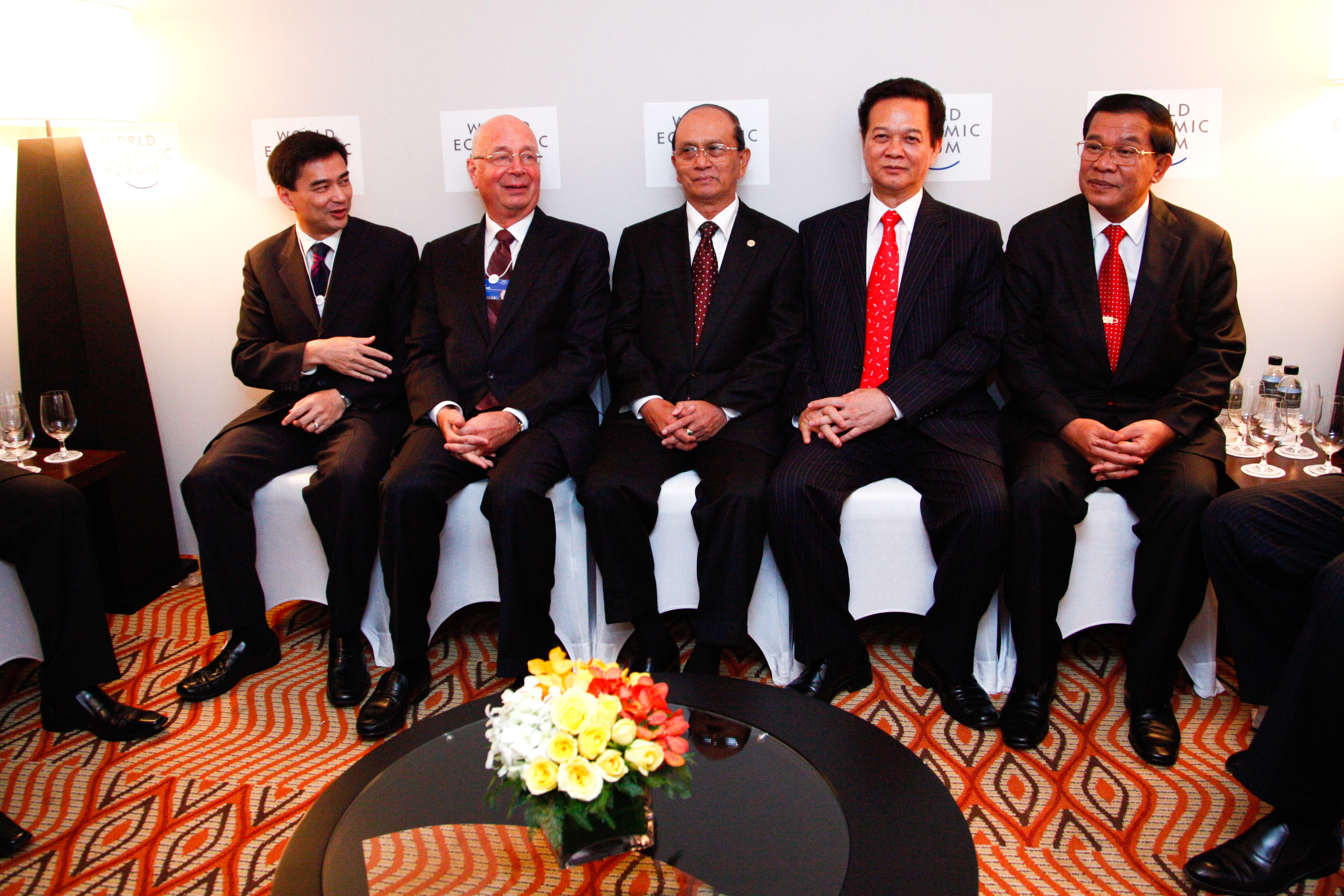 Abhisit Vejjajiva, Prime Minister of Thailand, Klaus Schwab, Executive Chairman, World Economic Forum, U Thein Sein, Prime Minister of Myanmar, Nguyen Tan Dung, Prime Minister of Vietnam, Samdech Techo Hun Sen, Prime Minister of Cambodia, sit together waiting for the Opening Ceremony