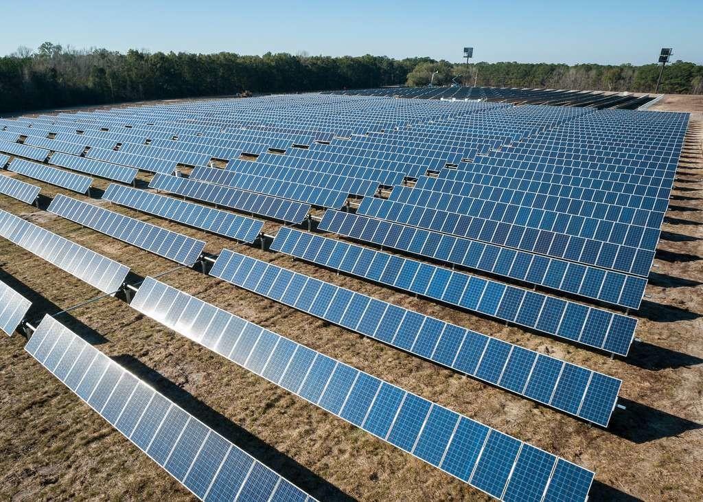 Les panneaux solaires diminuent l'albédo et font augmenter les températures au sol.