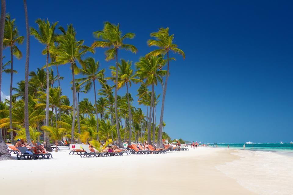 Pour certains, la meilleure plage est celle qui est au plus proche des bars : c'est le cas de Punta Cana, en République dominicaine