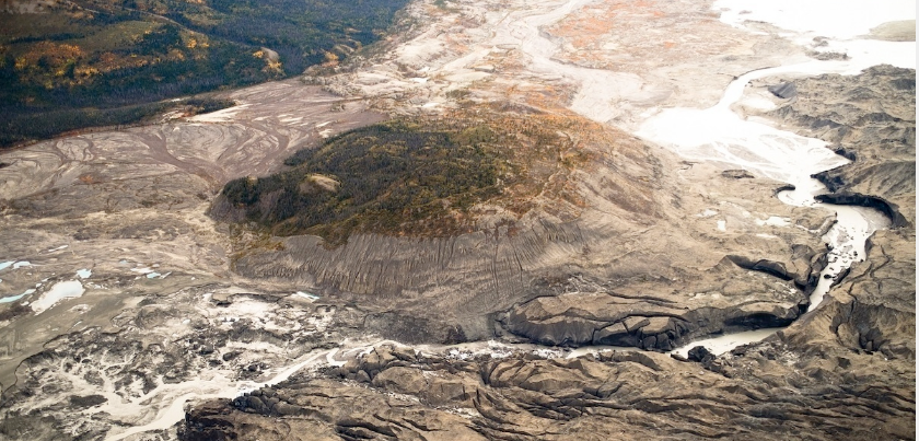 An aerial view of the ice canyon that now carries meltwater from the Kaskawulsh Glacier, seen here on the right, away from the Slims River and toward the Kaskawulsh River.