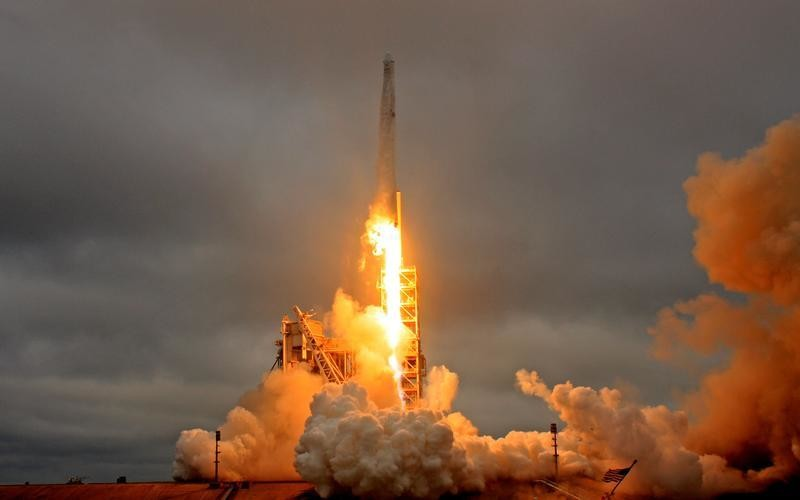 A SpaceX Falcon 9 rocket lifts off on a supply mission to the International Space Station from historic launch pad 39A at the Kennedy Space Center in Cape Canaveral, Florida, U.S., February 19, 2017. REUTERS/Joe Skipper     TPX IMAGES OF THE DAY - RTSZEN4