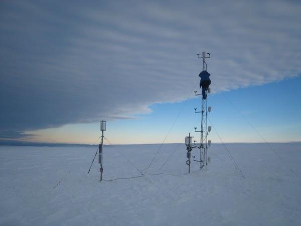 Les mesures de terrain sont très éparses sur le continent antarctique.
