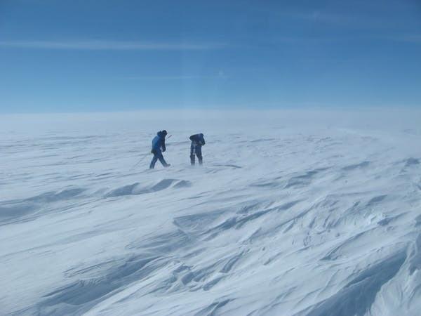 Mesures de la quantité de neige tombant sur la calotte antarctique.