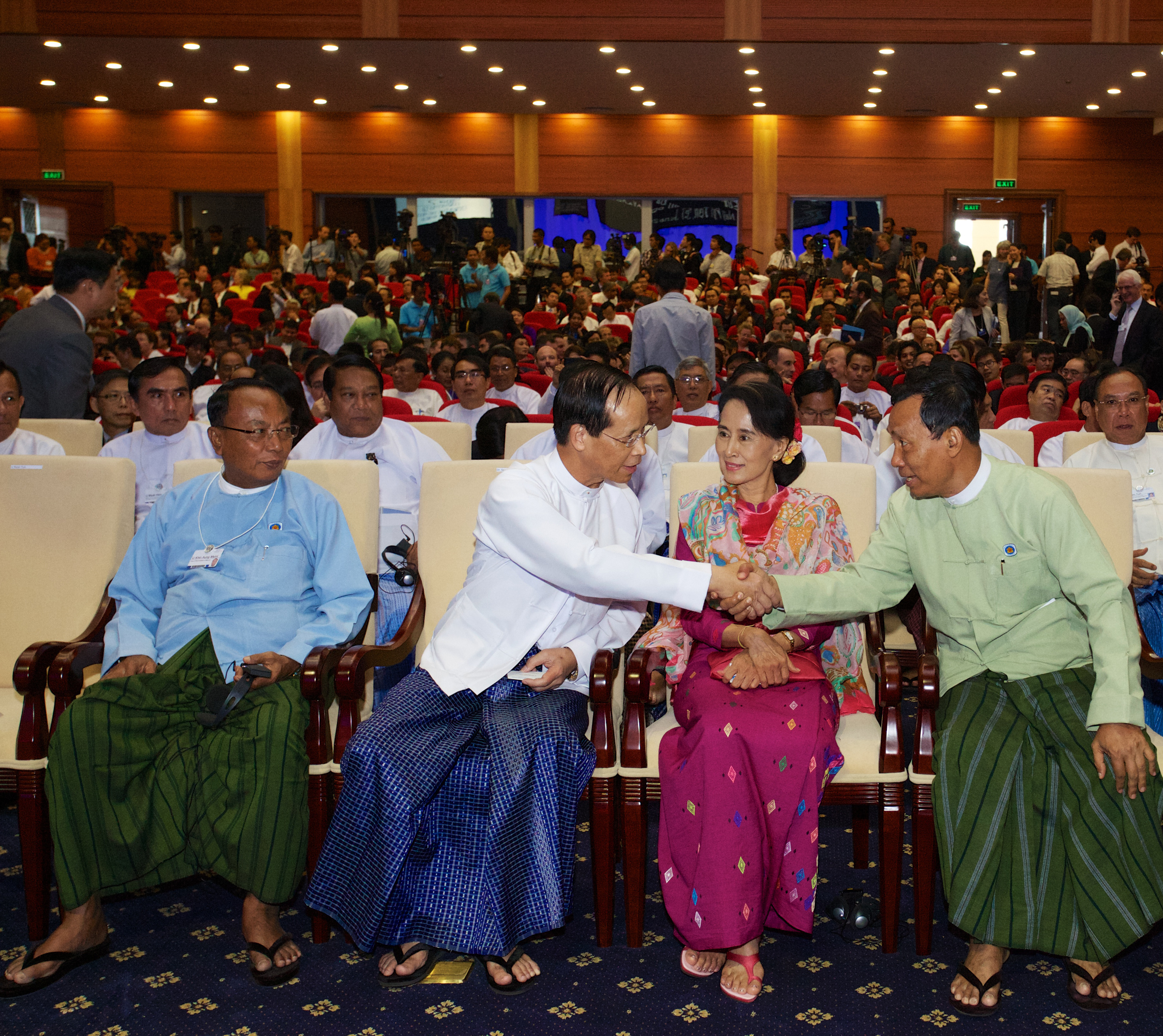 U Khin Aung Myint, Speaker of the House of Representatives, Sai Mauk Kham, Vice President, Aung San Suu Kyi, Chairwoman, National League for Democracy and Shwe Mann, Member of Parliament, Myanmar greeting each other before the Opening Ceremony