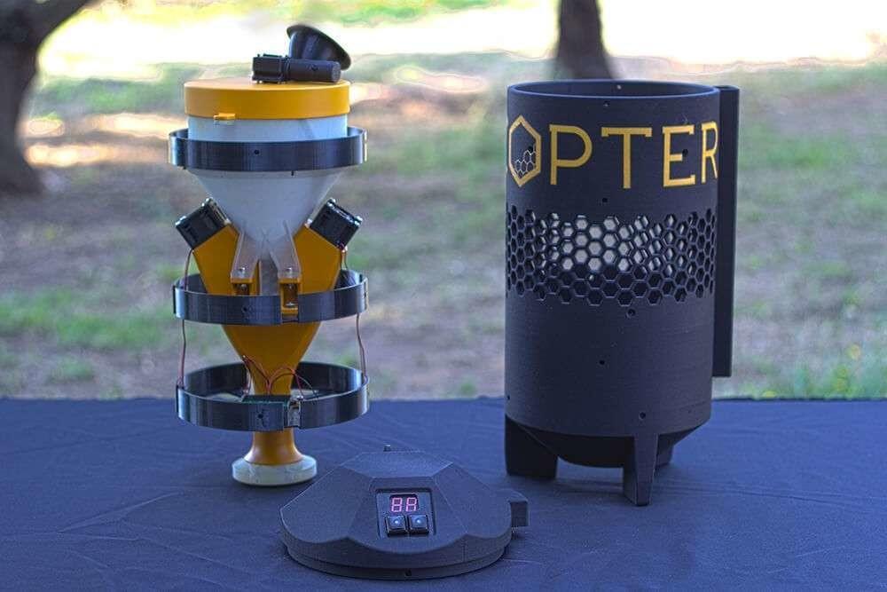 La start-up américaine Dronecopter a déposé un brevet pour son pulvérisateur de pollen. Il permet de doser la quantité de pollen à pulvériser sur la canopée.