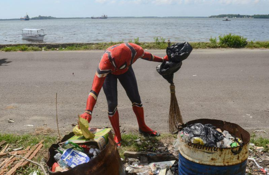 spiderman plastic waste pollution ocean seas micro macro indonesia super hero inspire national clean up comic rivers public service single use plastics