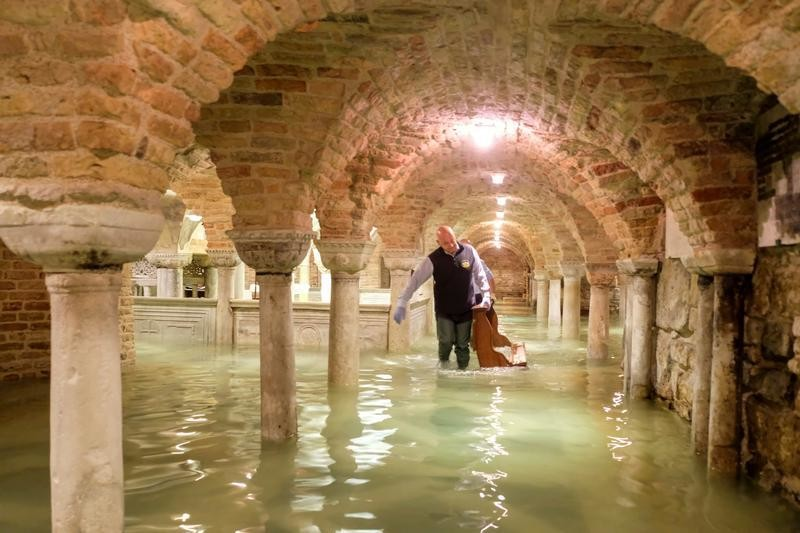 The flooded crypt of St Mark's Basilica is pictured during an exceptionally high water levels in Venice, Italy November 13, 2019. REUTERS/Manuel Silvestri     TPX IMAGES OF THE DAY - RC29AD9LHWNW