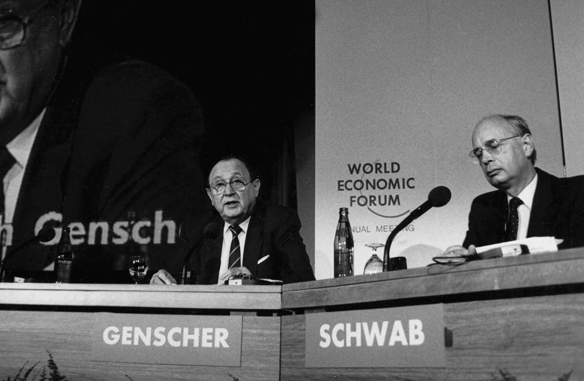 Hans-Dietrich Genscher et Klaus Schwab en 1987.