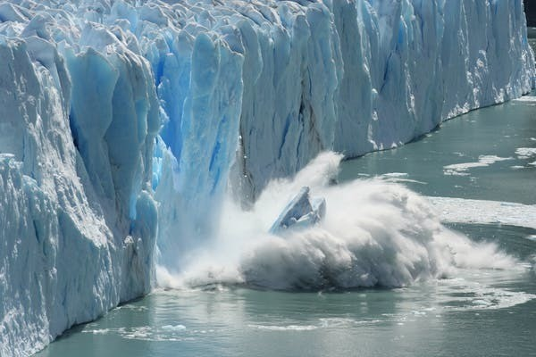 L'impact des décharges d'icebergs sur la dynamique de la calotte est l'un des aspects étudiés.