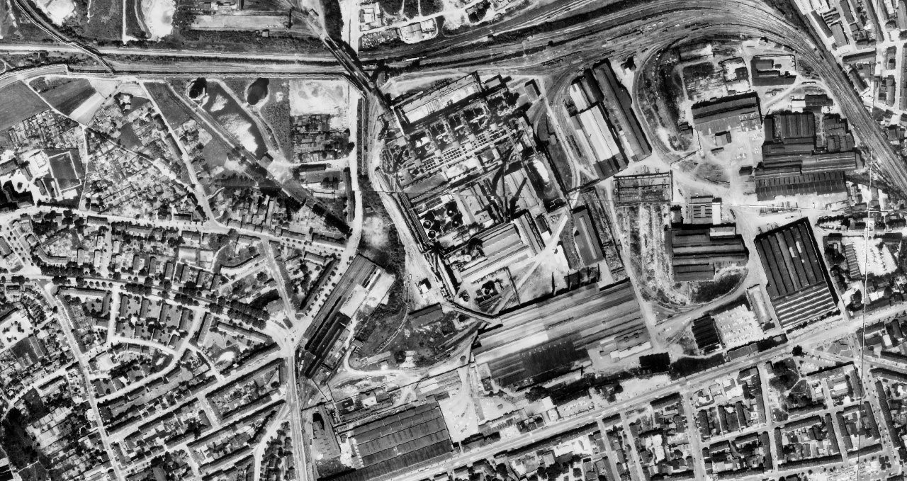 Seen from above before its transformation, the Westpark Bochum is a tangle of industrial buildings.