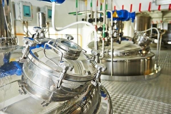 Pour éviter les contaminations et contrôler les conditions de culture, la viande artificielle est produite dans cuves (ou bioréacteurs) qui ressemblent à celles utilisées par l'industrie pharmaceutique (ci-dessus).
