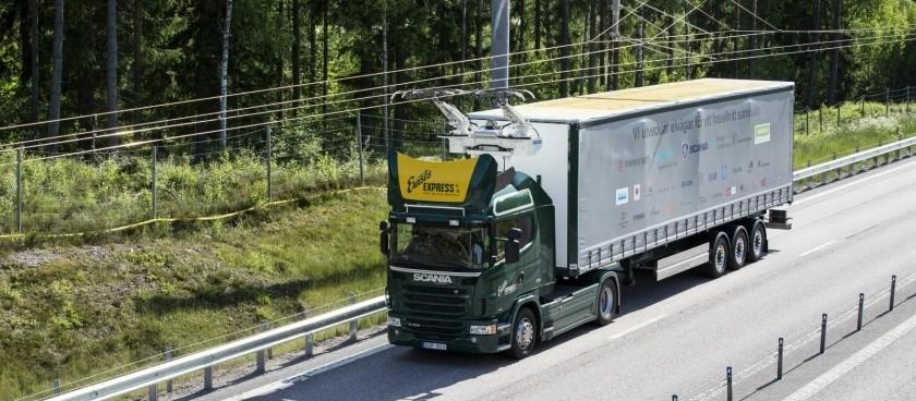 Une route électrifiée par câbles en Suèdes