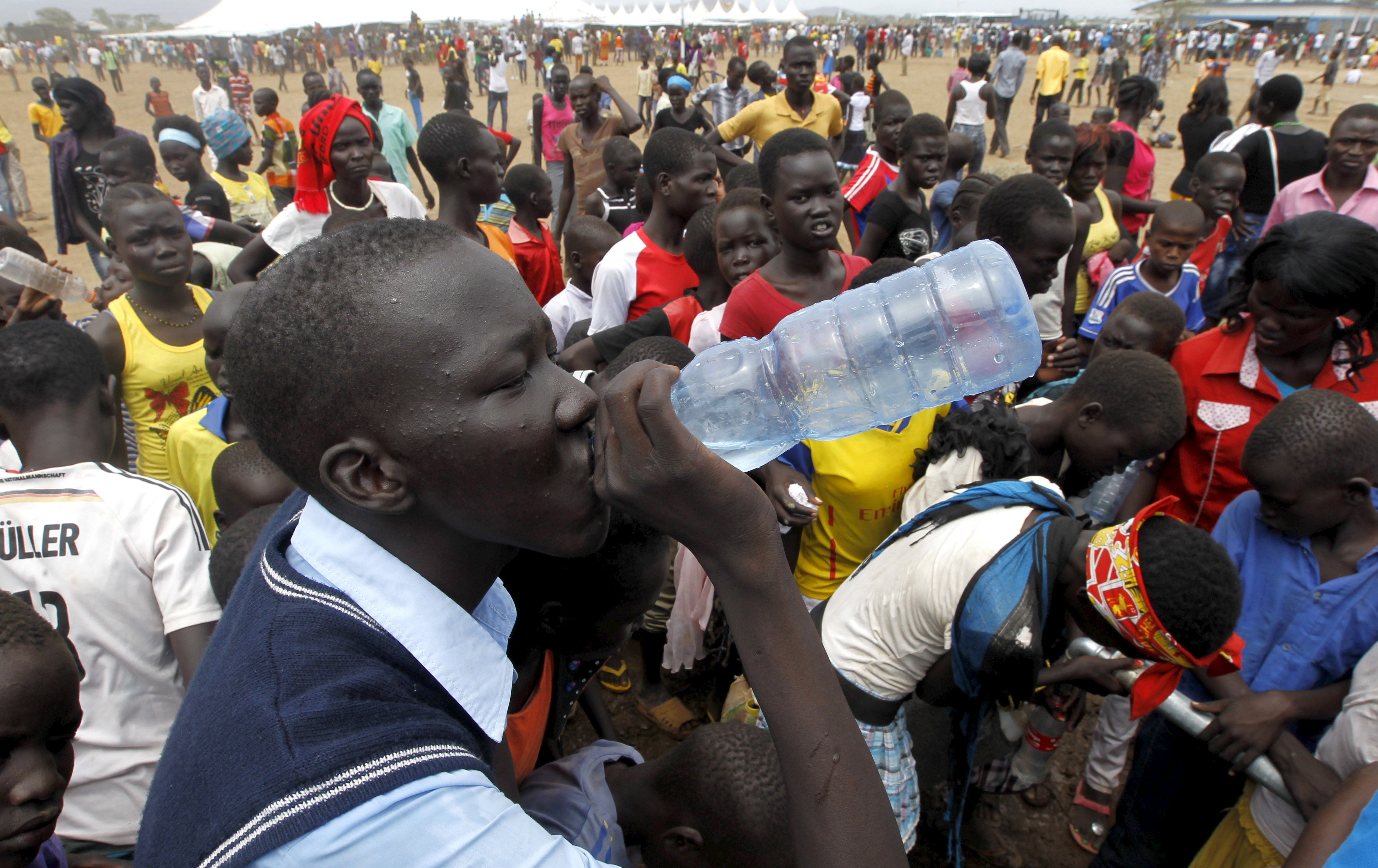 A refugee from South Sudan drinks water at a well during celebrations to mark World Refugee Day at the Kakuma refugee camp in Turkana District, northwest of Kenya's capital Nairobi, June 20, 2015. June 20 is World Refugee Day, an occasion that draws attention to those who have been displaced around the globe. REUTERS/Thomas Mukoya - GF10000134335