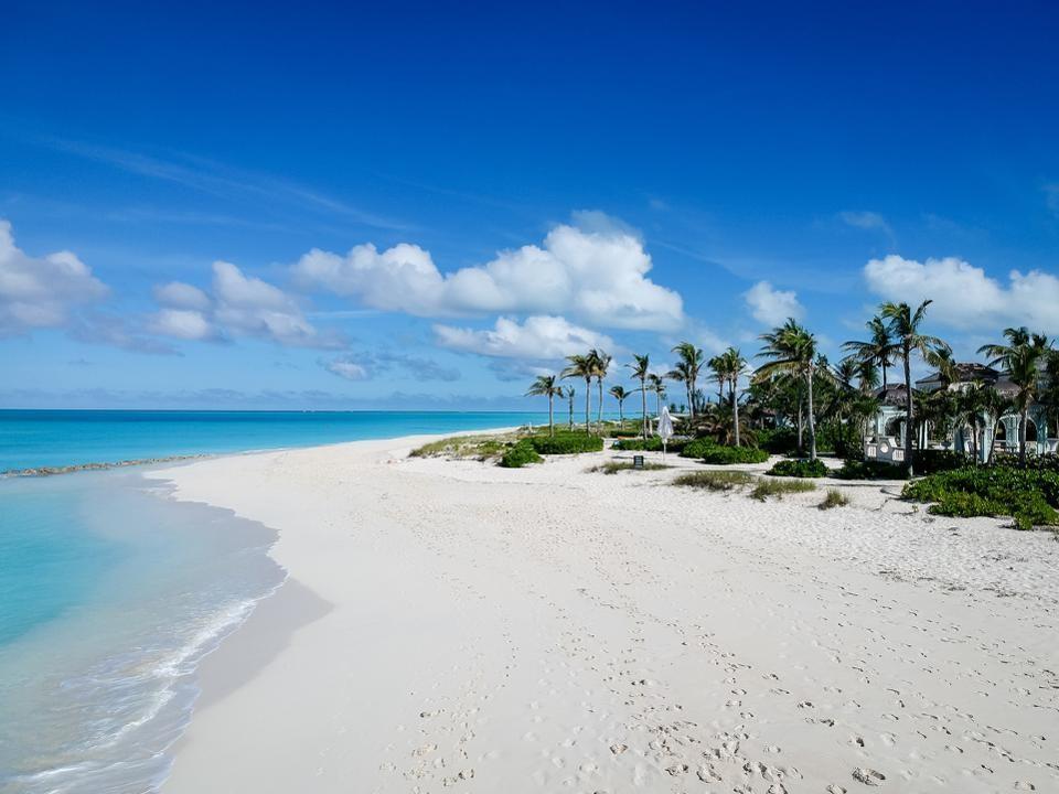 La plage Grace Bay aux îles Turques et Caïques, que demander de plus ?