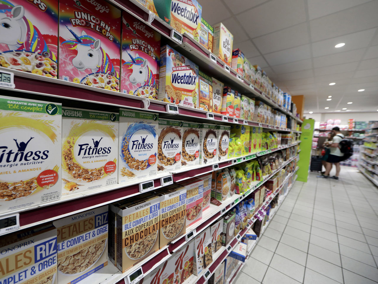 FILE PHOTO: Breakfast foods are displayed on shelves in a supermarket in Nice, France, July 18, 2018.  REUTERS/Eric Gaillard/File Photo