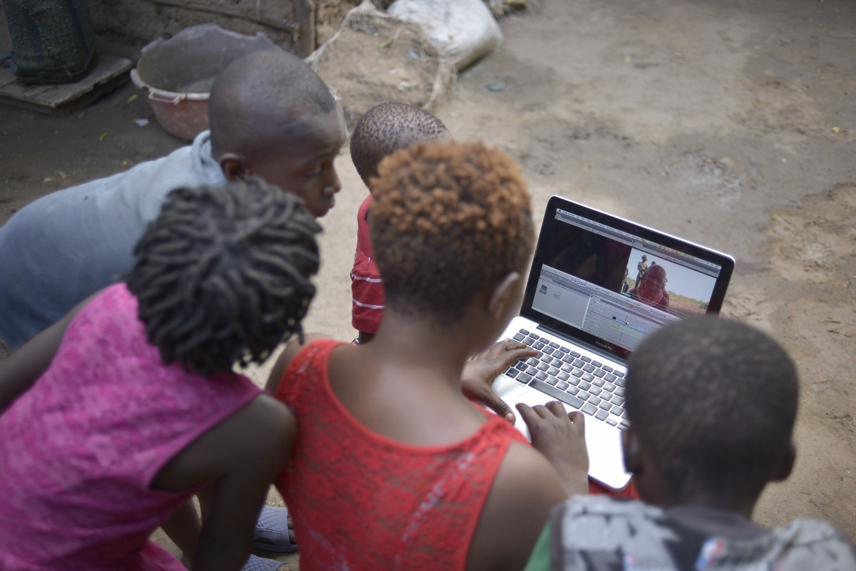 Filmmaker Aminah Rwimo shows children in Kakuma refugee camp how it's done