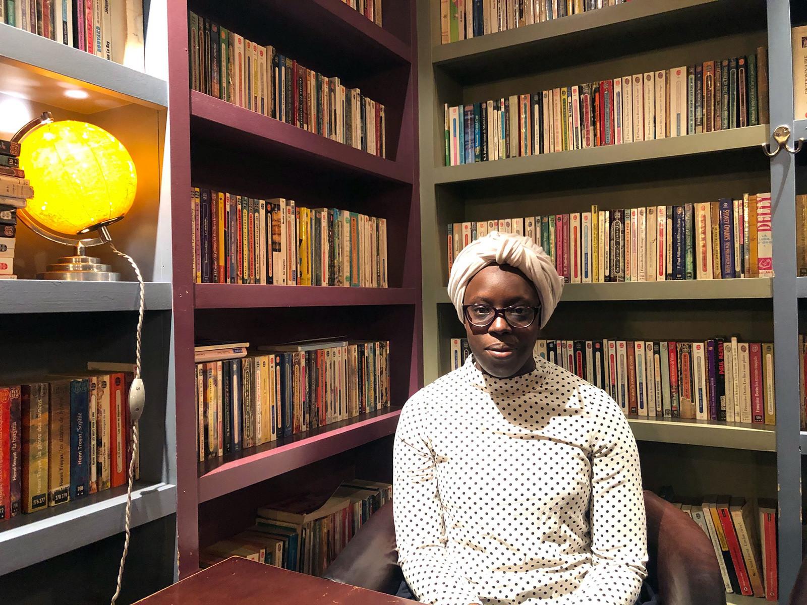 """Fatoumata Kebe, auteure de l'ouvrage """"La Lune est un roman""""."""