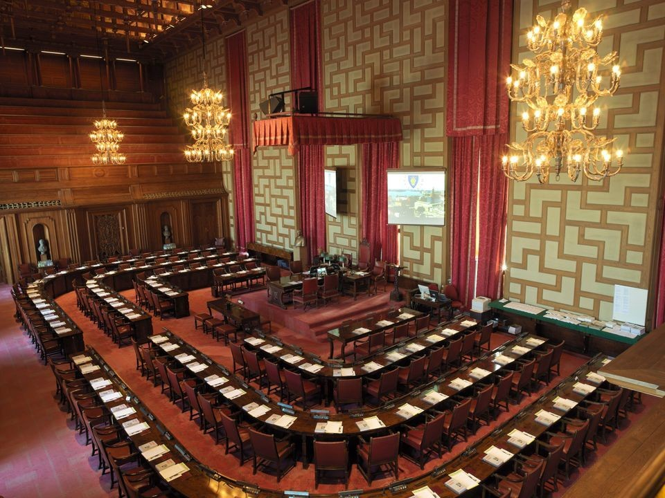 a picture of Stockholm's council chamber empty