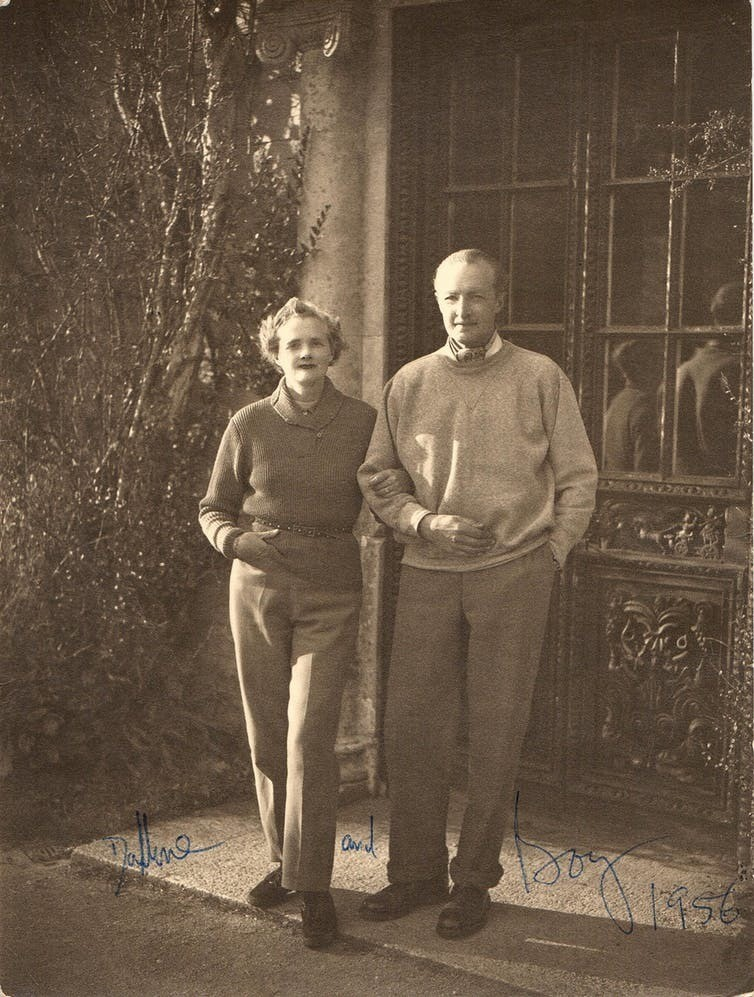 Du Maurier with her husband Frederick 'Boy' Browning in 1956.