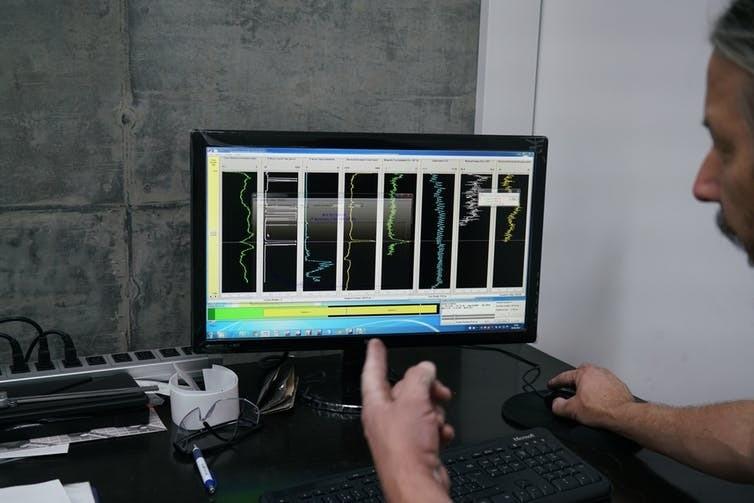 Les variations du sédiment à l'intérieur de chaque section apparaissent sur l'écran du scanner.