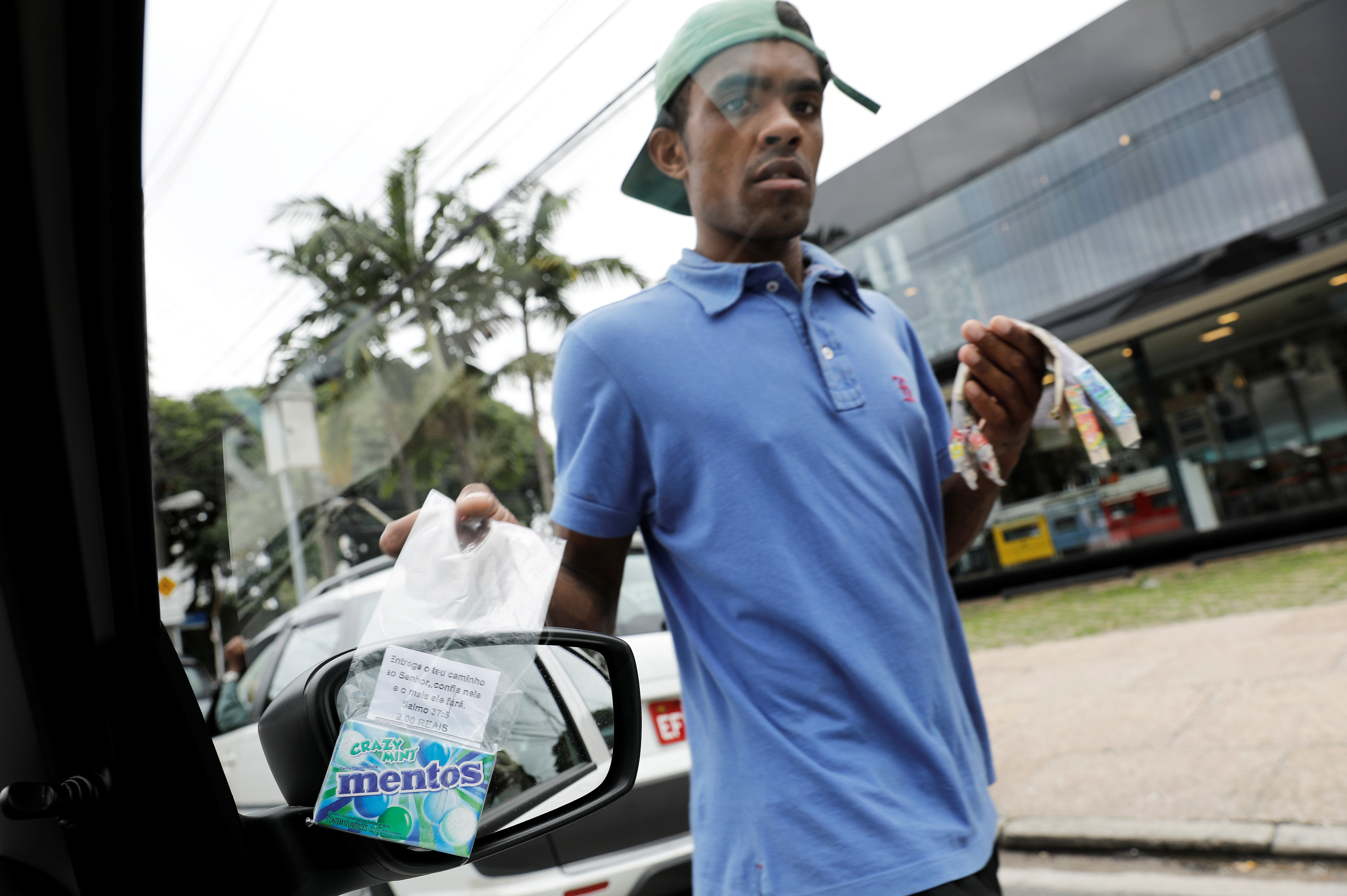 A man sells sweets car to car in Sâo Paulo, Brazil.