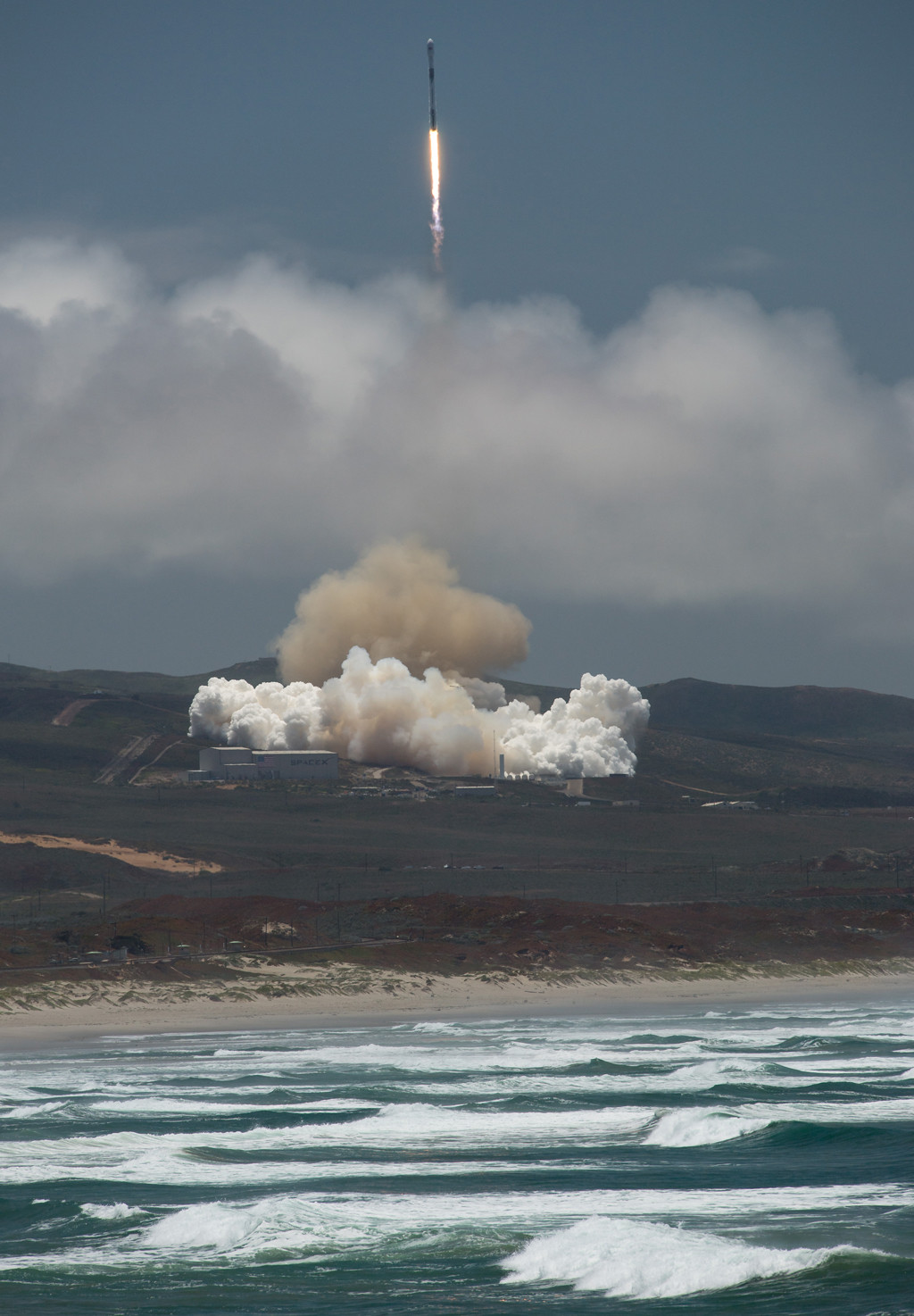 The NASA/German Research Centre for Geosciences GRACE Follow-On spacecraft launches onboard a SpaceX Falcon 9, 22 May 2018, from Vandenberg Air Force Base in California.