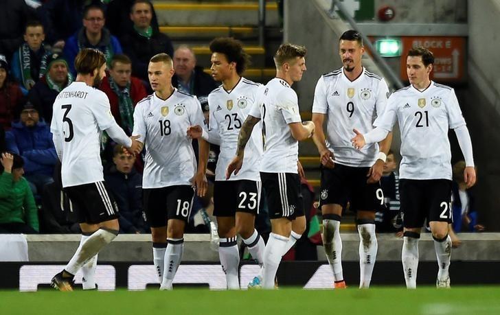 Les équipes de l'Allemagne de l'Est et de l'Ouest ont fusionné en 1990.