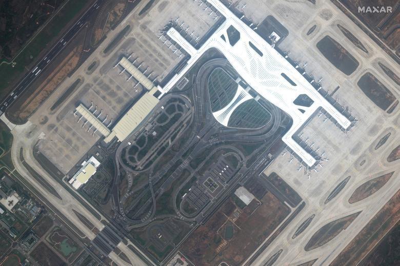 SETELAH: bandara Wuhan, Cina, 25 Februari 2020. Citra satelit 2020 Maxar Technologies / Handout via REUTERS