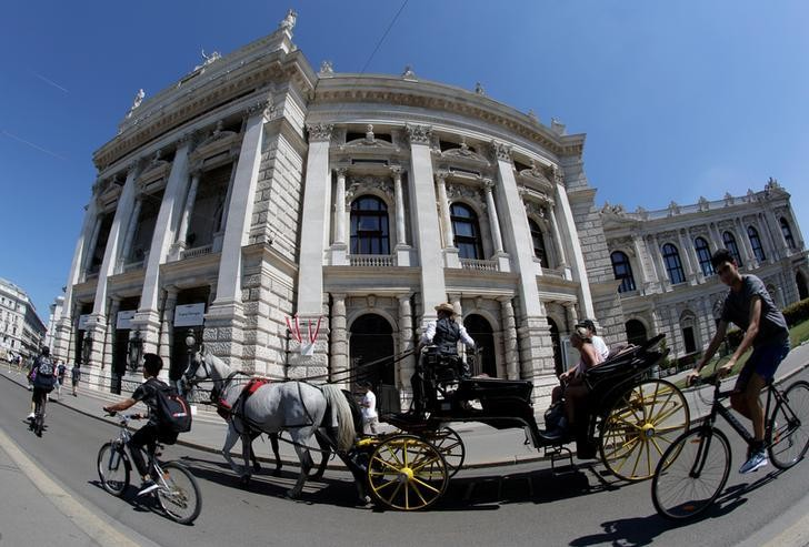 A traditional Fiaker horse carriage passes Burgtheater theatre in Vienna, Austria, August 13, 2018. REUTERS/Heinz-Peter Bader
