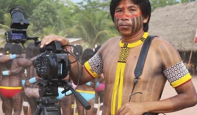 Kamikia Kisedje, cineasta indígena do Território Indígena do Xingu e Embaixadora do Projeto Planeta do Povo.