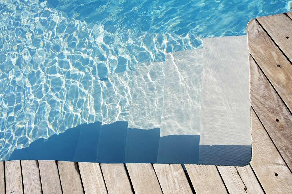 Une piscine peut perdre jusqu'à 3 % de son volume d'eau par évaporation lorsqu'il fait chaud.