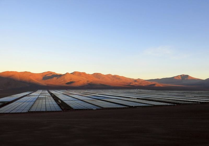 Solar panels of local mining company CAP, which were installed by SunEdison, are seen in the Atacama Desert in this June 5, 2014 file photo. REUTERS/Fabian Andres Cambero/Files - GF10000364181