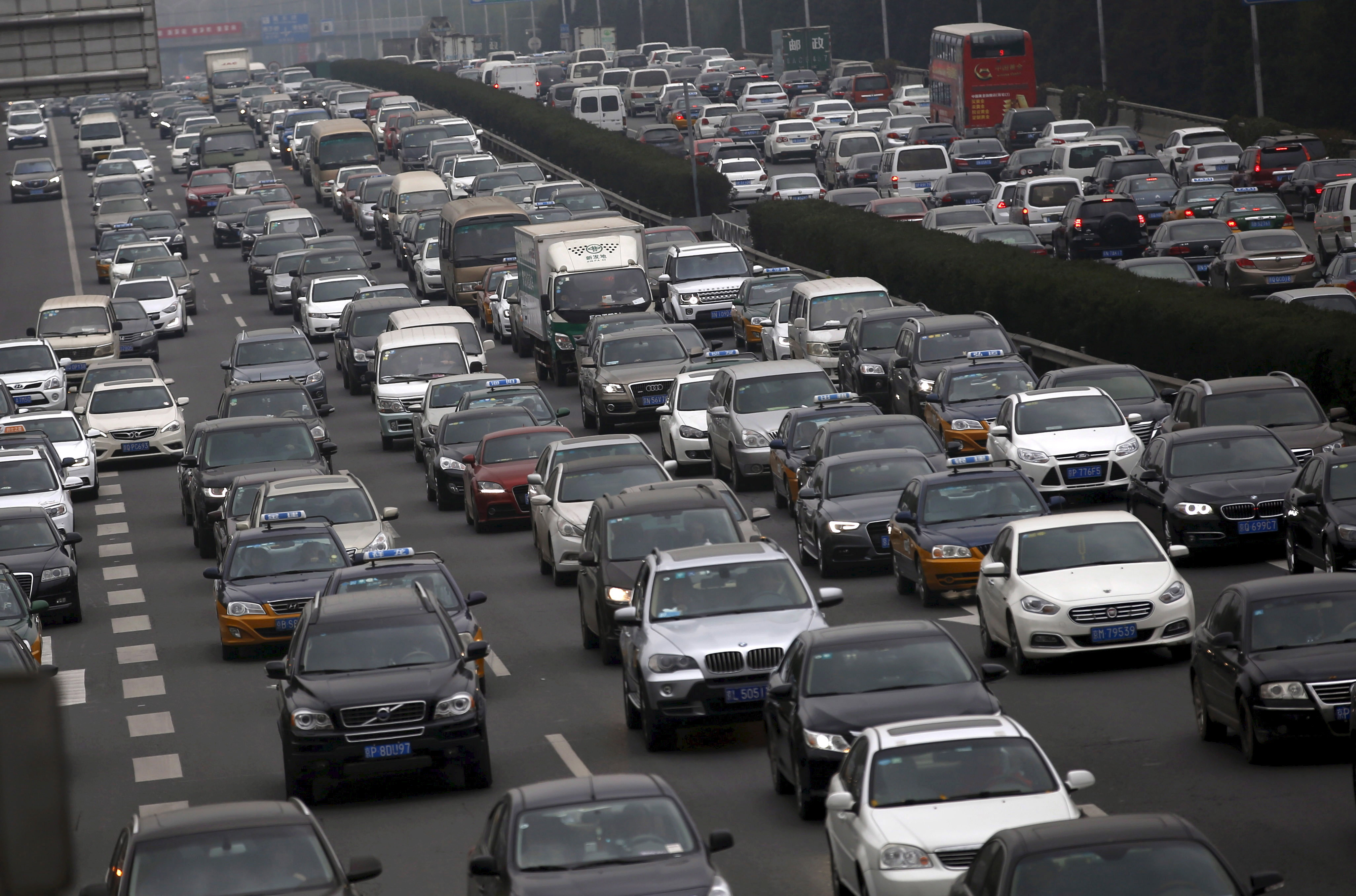 A ring road is congested with traffic in Beijing, China, in this November 18, 2015 file photo. Some global automakers are worried that China is pushing its weight around as the world's biggest car market - by enforcing its own, often outdated, vehicle certification standards on foreign cars. REUTERS/Kim Kyung-Hoon/Files - RTX24ZJR