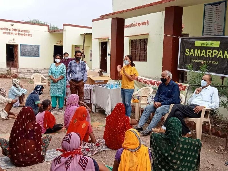 Dr.  Ruma Bhargava is holding advocacy session in Hanotia village, Rajasthan, to overcome hesitation about vaccines.