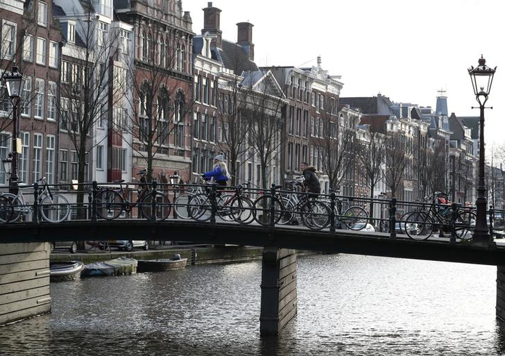 Electric vehicles will join bikes to make transport in Amsterdam emissions-free by 2030.