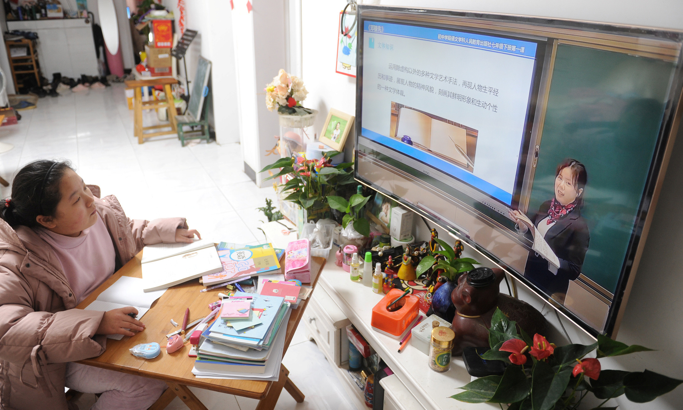 A student attends an online class at home as students' return to school has been delayed due to the novel coronavirus outbreak, in Fuyang, Anhui province, China March 2, 2020. Picture taken March 2, 2020. China Daily via REUTERS ATTENTION EDITORS - THIS IMAGE WAS PROVIDED BY A THIRD PARTY. CHINA OUT. - RC23CF92UB8C