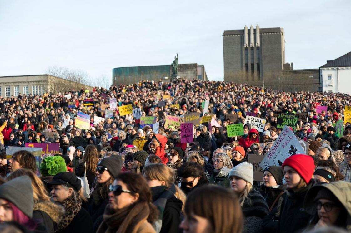Women protest for equal pay in Iceland