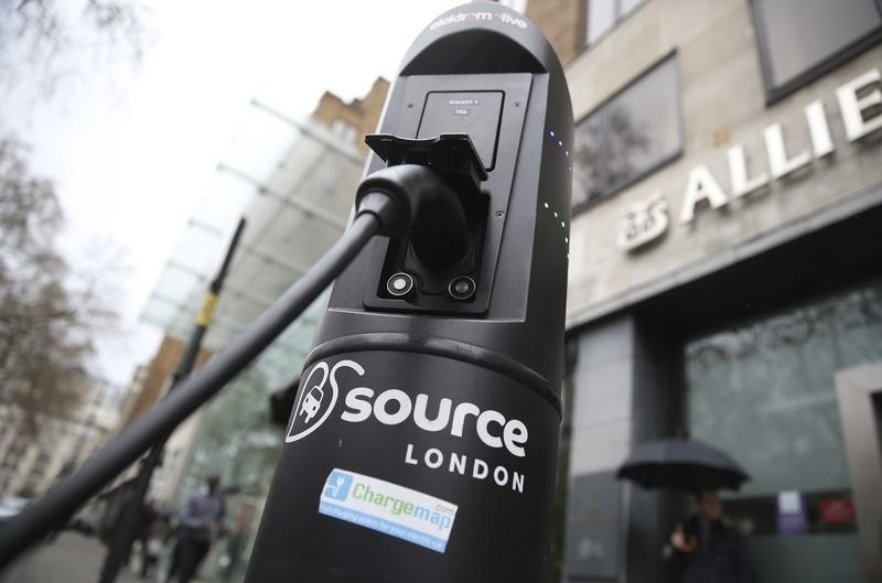 An electric car is plugged into a charging point in London, Britain April 7, 2016. An electric carsharing scheme being rolled out in London by French firm Bollore is taking longer than expected to set up fully because contract talks with the capital's local councils are dragging on.