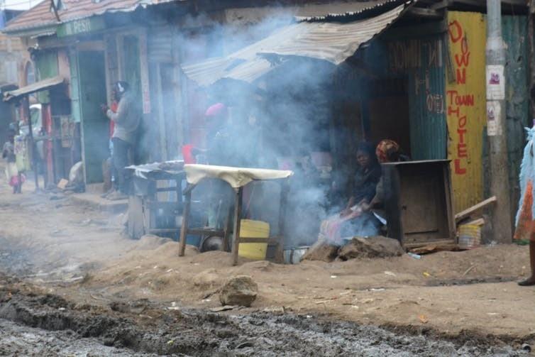 Women cooking in Mukuru.