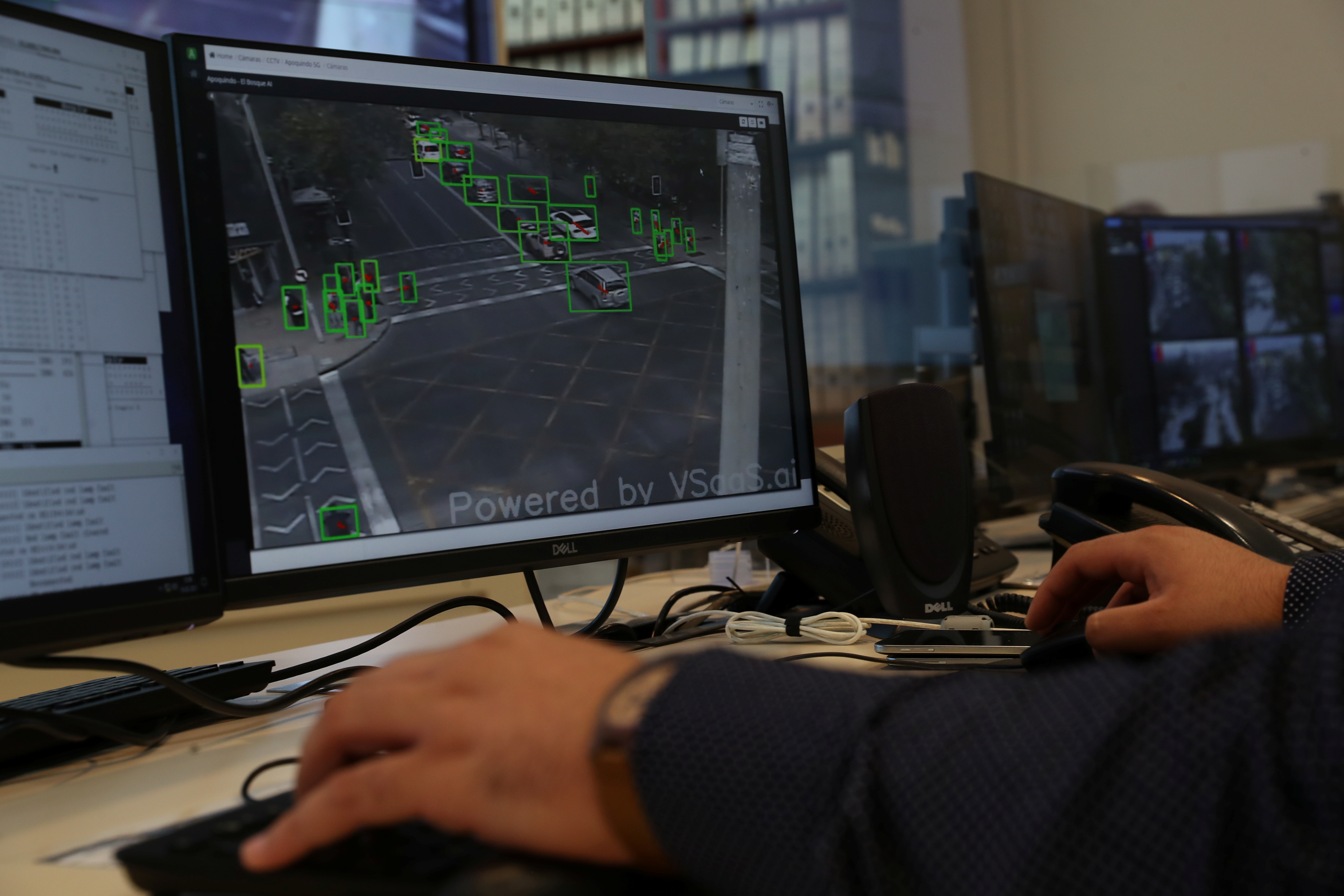 A worker from a traffic controls unit uses a camera which works with an experimental 5G network placed in Santiago, Chile March 19, 2021. Picture taken March 19, 2021. REUTERS/Ivan Alvarado - RC29GM9URU69
