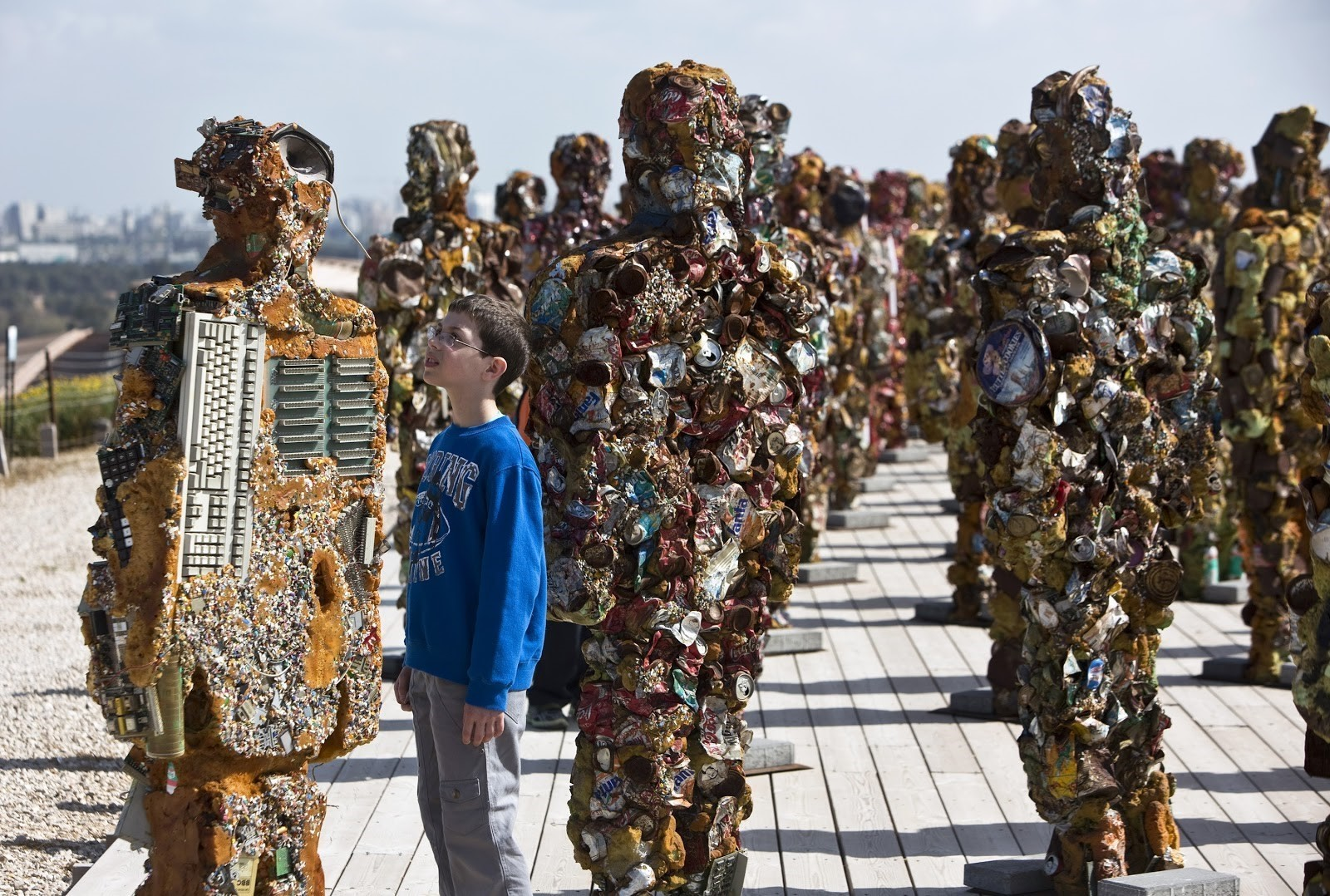 Today, Hiriya has become Ariel Sharon Park, housing art exhibitions like this one made of recycled materials.